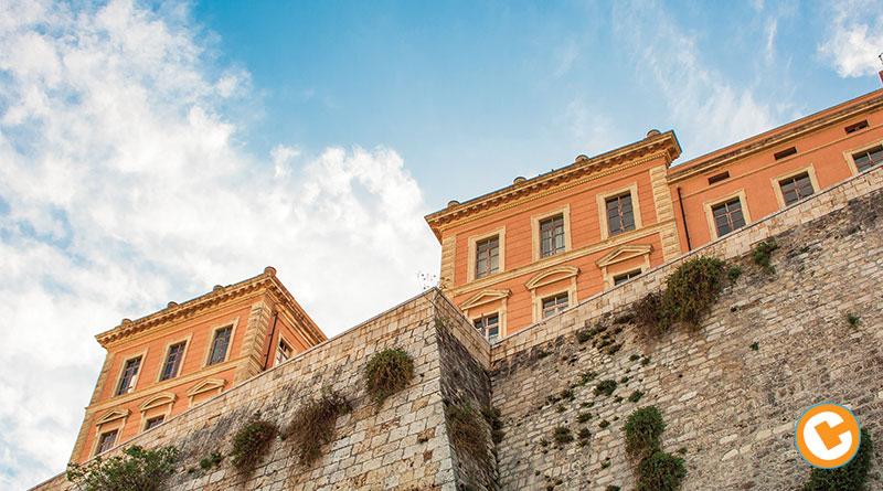 Cagliari, le antiche mura del quartiere Castello coi suoi palazzi storici. - Foto Luca Careddu
