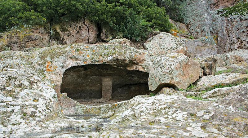 Villaperuccio Necropoli di Montessu